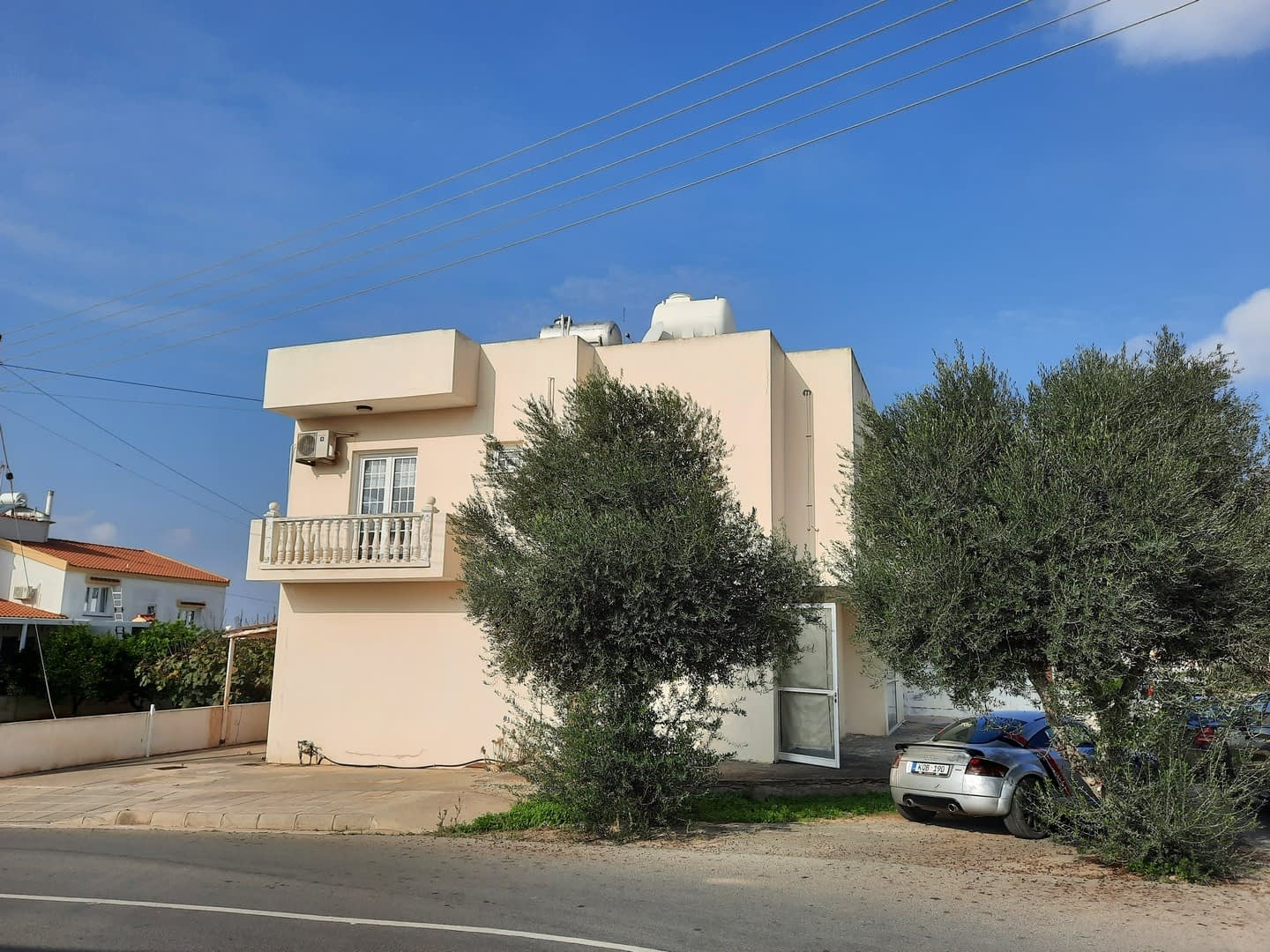 Two Bedroom Top Floor Apartment in Paralimni