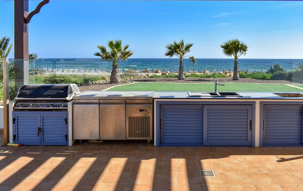 5 BEDROOM LUXURY VILLA ON THE BEACH