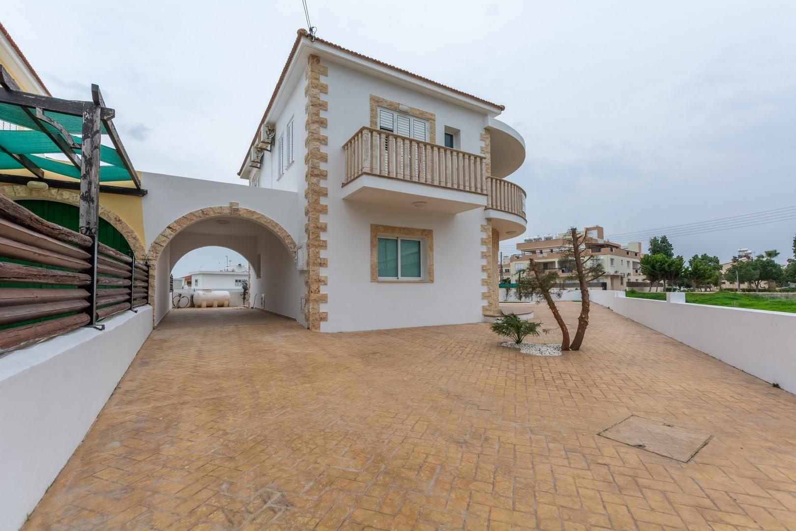 Four Bedroom Detached Villa in Deryneia