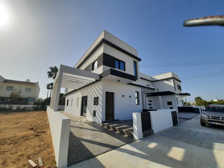 Three Bedroom Semi Detached Villa in Paralimni