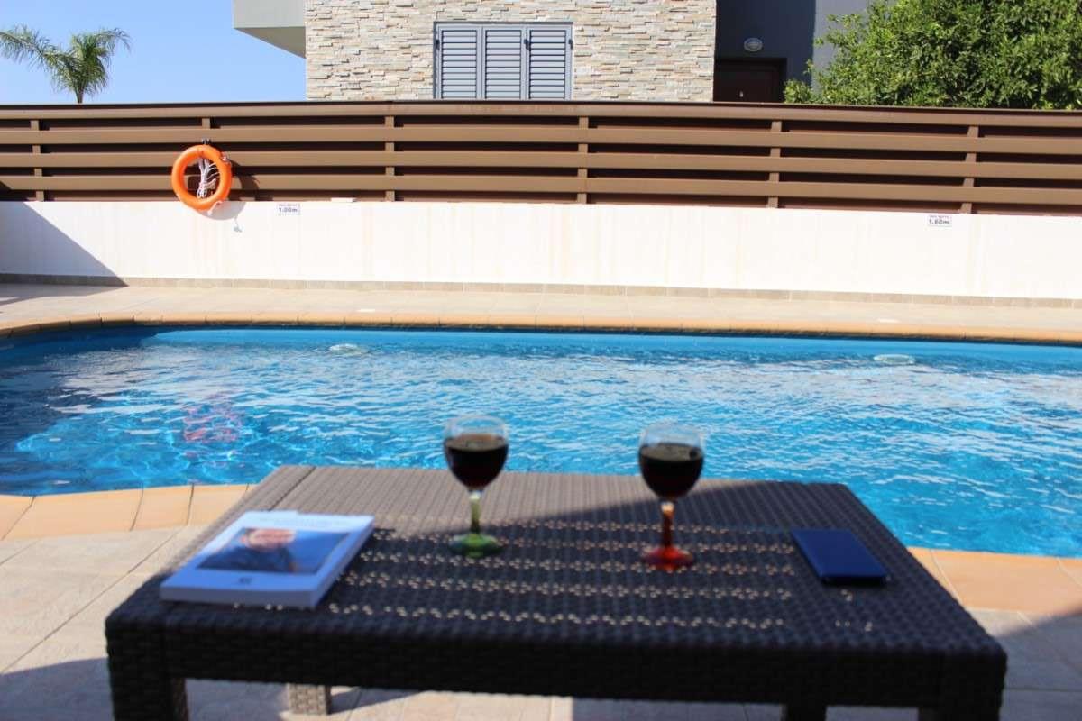 Sunflower villa No.6 - Pool, Table, Wine